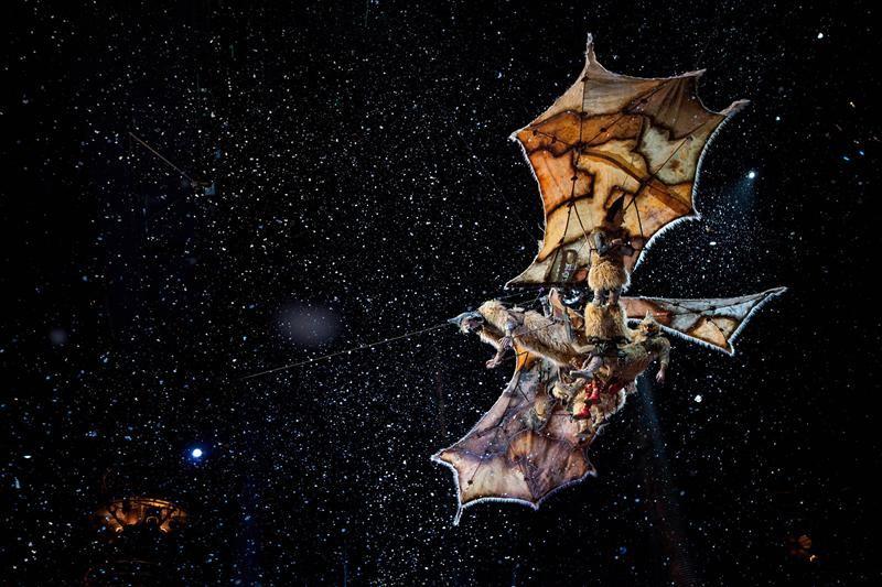 Cirque du Soleil: Pasaulēm tālu