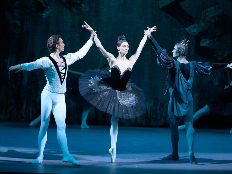 Bolshoi Theatre: SWAN LAKE
